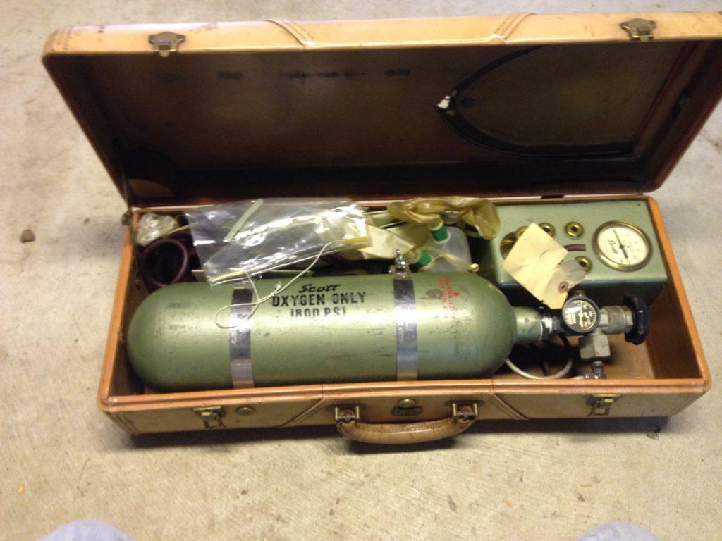 Vintage Scott Aviation Corp Aviators Oxygen Regulator & Tank Kit and original Case $50