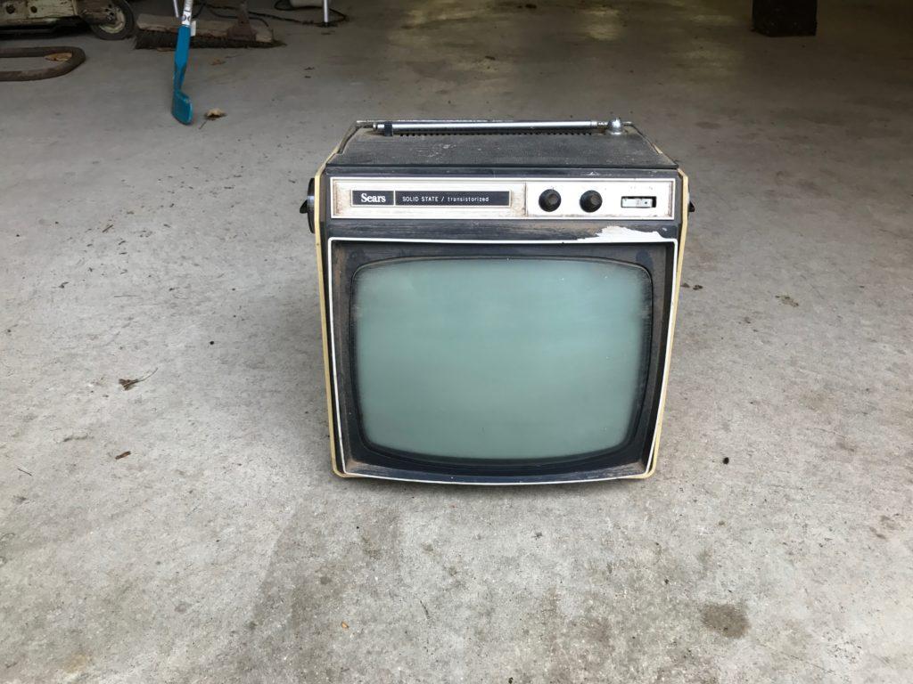 Vintage TV set.  Turns on $20