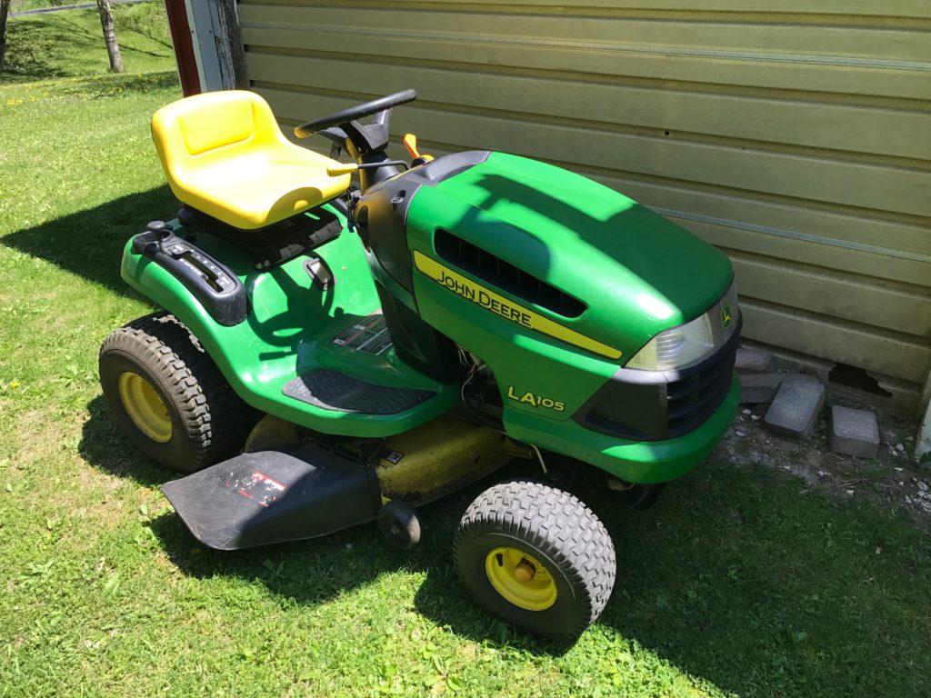 John Deere LA105 Lawn Tractor $1000