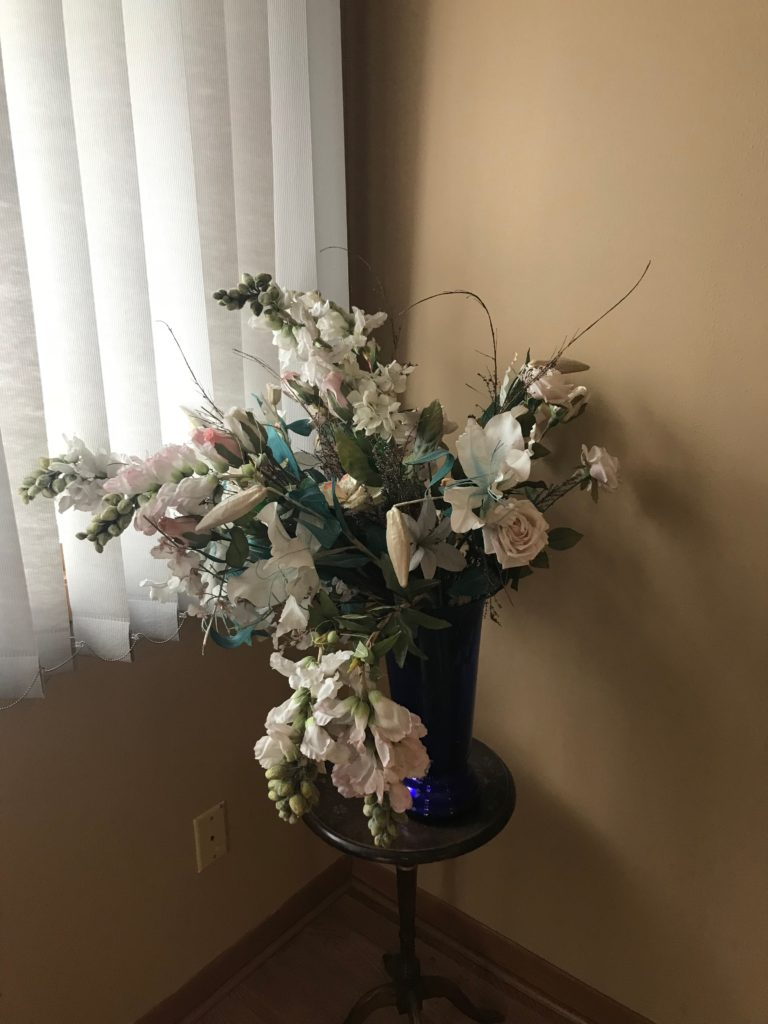 Fake flower arrangment